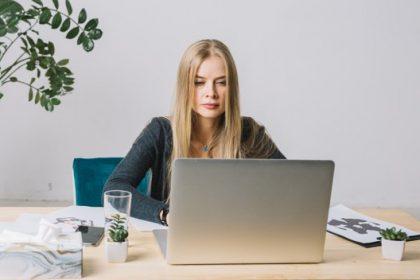 psicologa al computer