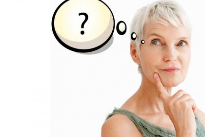 donna anziana che pensa